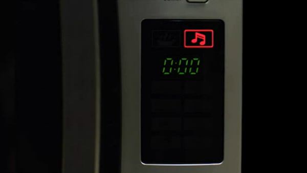 La imagen tiene un atributo ALT vacío; su nombre de archivo es bgh-quick-chef-music-microwave-oven.jpg